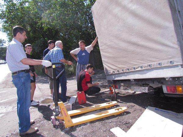 В Мариуполе сотрудники МЧС спасли из дорожного плена «японца» (ФОТО), фото-4