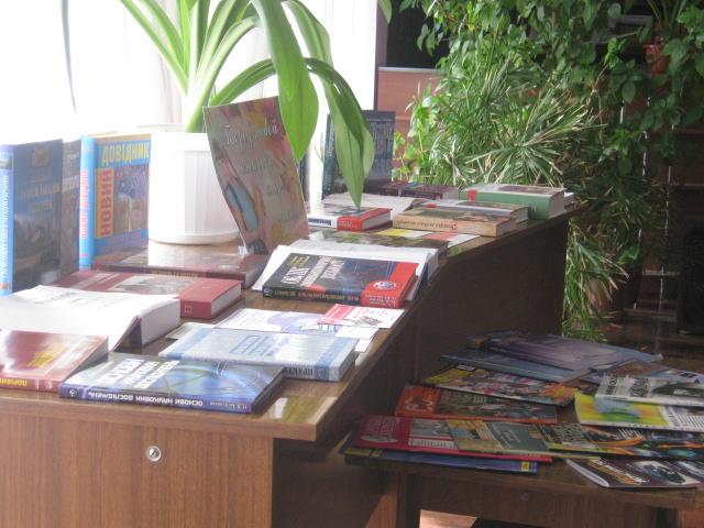 Мариупольскую молодежь сегодня агитировали  «обменять» компьютер на книгу  (ФОТО), фото-7