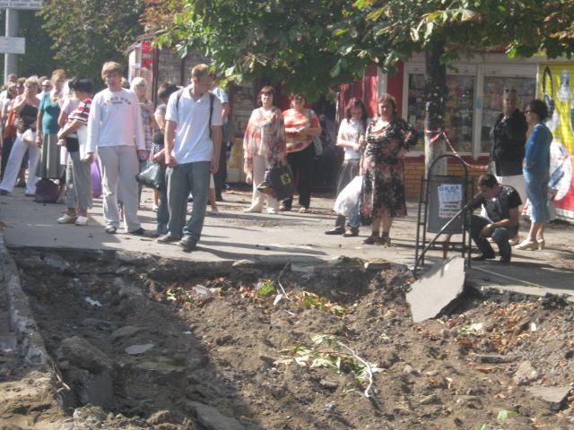 В Мариуполе официально закрыли остановку «Дом связи», но транспорт все равно принимает пассажиров (Фотофакт), фото-3