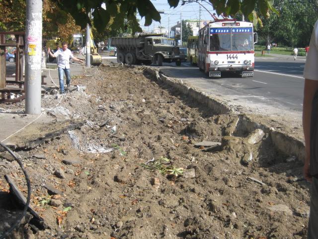 В Мариуполе официально закрыли остановку «Дом связи», но транспорт все равно принимает пассажиров (Фотофакт), фото-1