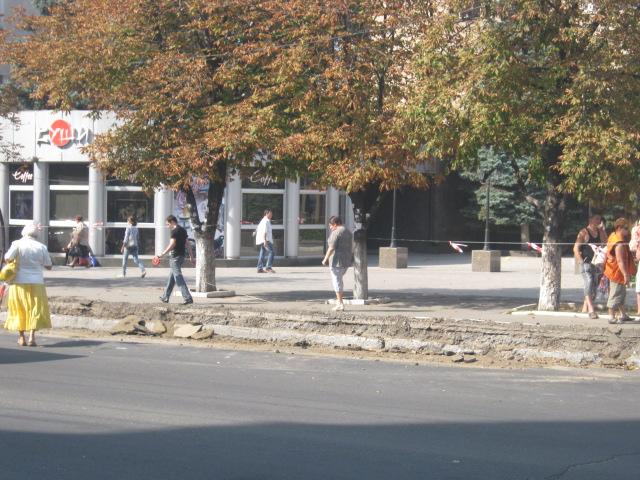 В Мариуполе официально закрыли остановку «Дом связи», но транспорт все равно принимает пассажиров (Фотофакт), фото-5