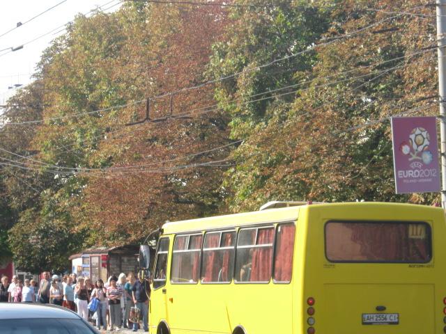 В Мариуполе официально закрыли остановку «Дом связи», но транспорт все равно принимает пассажиров (Фотофакт), фото-2