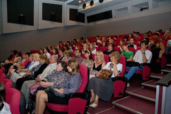 Мариупольским кинолюбителям устроили закрытый показ  фильма «Пять невест» (ФОТО), фото-1