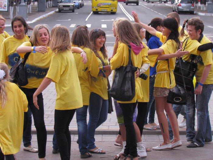 В Мариуполе молодежь обняла Украину (Фоторепортаж) , фото-13