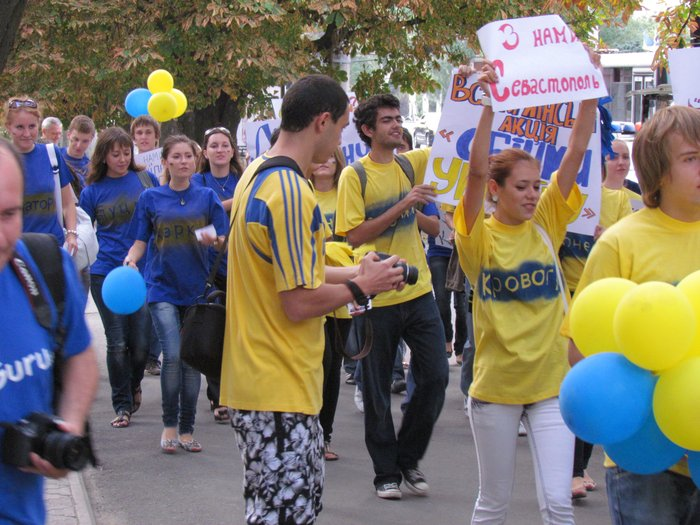 В Мариуполе молодежь обняла Украину (Фоторепортаж) , фото-7