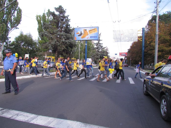 В Мариуполе молодежь обняла Украину (Фоторепортаж) , фото-5