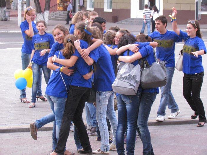 В Мариуполе молодежь обняла Украину (Фоторепортаж) , фото-12