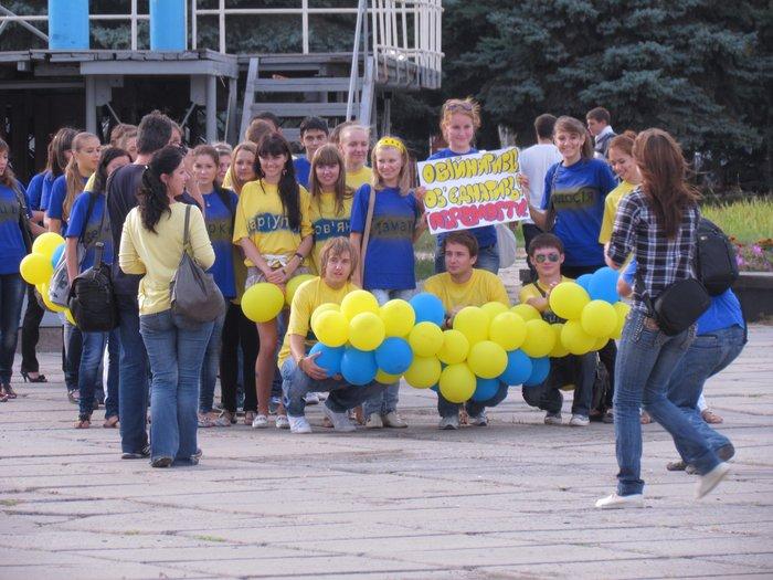 В Мариуполе молодежь обняла Украину (Фоторепортаж) , фото-3