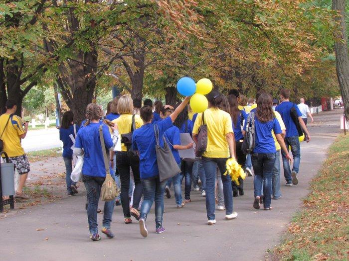 В Мариуполе молодежь обняла Украину (Фоторепортаж) , фото-9