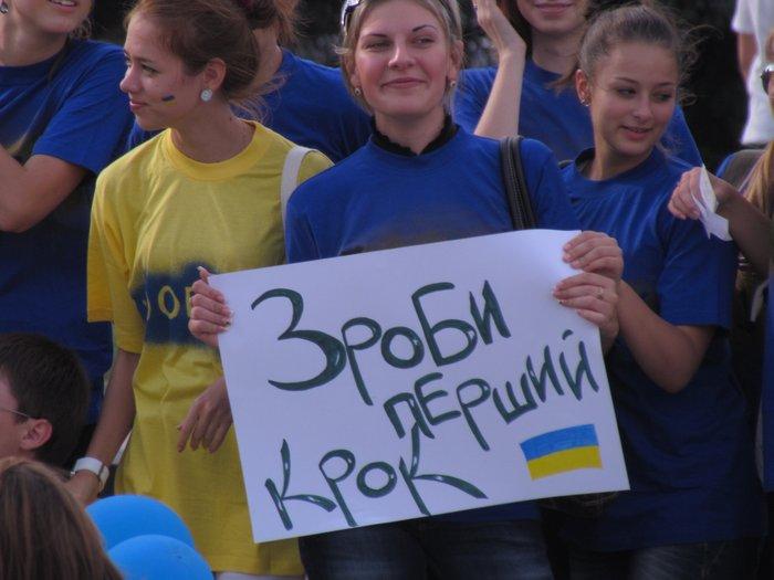 В Мариуполе молодежь обняла Украину (Фоторепортаж) , фото-4