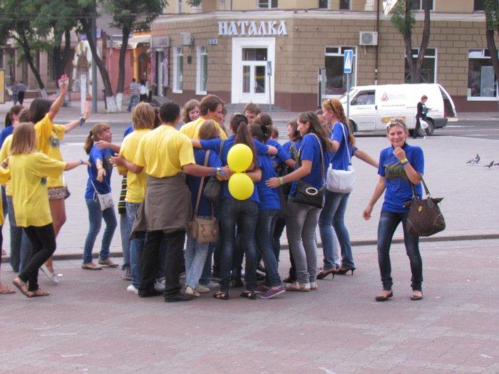 В Мариуполе молодежь обняла Украину (Фоторепортаж) , фото-14