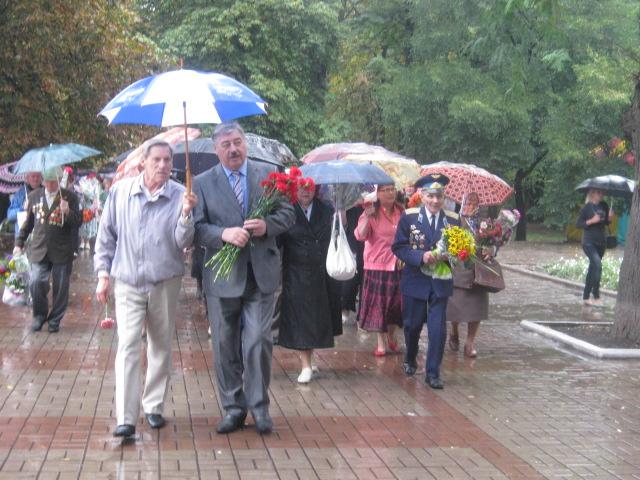Мариуполь  под  дождем почтил память погибших героев (ФОТО), фото-3