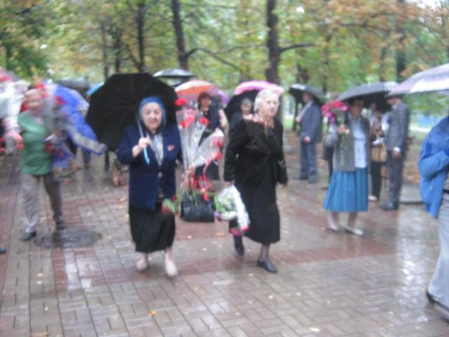Мариуполь  под  дождем почтил память погибших героев (ФОТО), фото-4