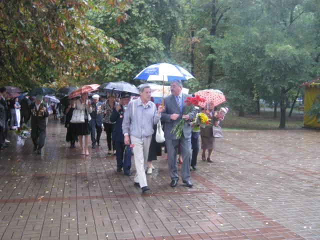 Мариуполь  под  дождем почтил память погибших героев (ФОТО), фото-1