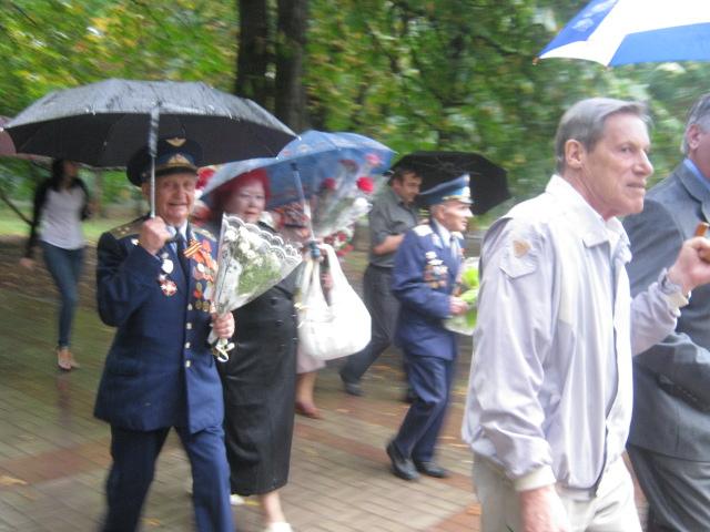 Мариуполь  под  дождем почтил память погибших героев (ФОТО), фото-2