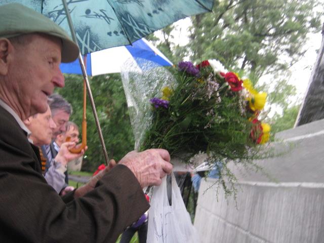 Мариуполь  под  дождем почтил память погибших героев (ФОТО), фото-7