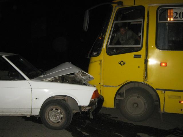 В Мариуполе легковушка протаранила маршрутку (ФОТО), фото-1
