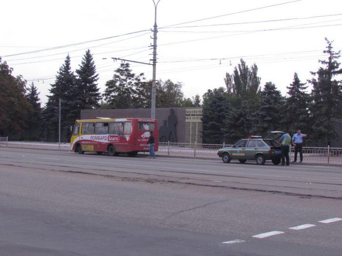 На площади Левченко маршрутка  сбила  дедушку- пешехода (ФОТО), фото-1