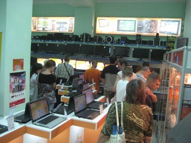 В Мариуполе один из магазинов электроники распродаётся «в ноль». (ФОТО) , фото-3