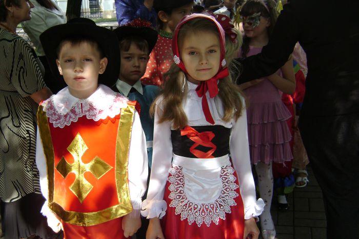 В Мариуполе  полтысячи лицеистов вышли на «Парад эпох» (ФОТО), фото-13