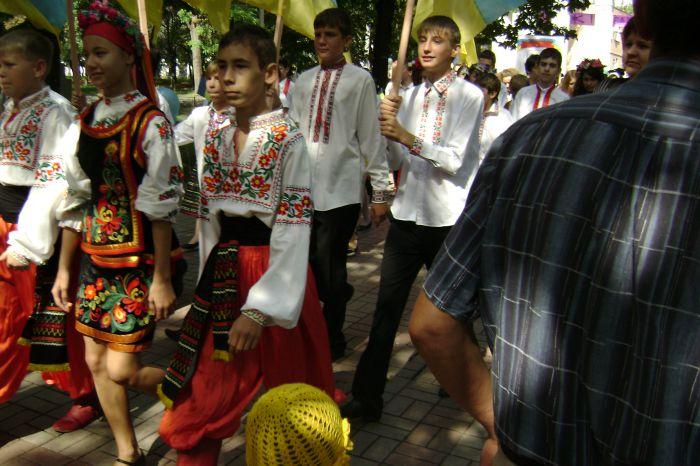 В Мариуполе  полтысячи лицеистов вышли на «Парад эпох» (ФОТО), фото-1