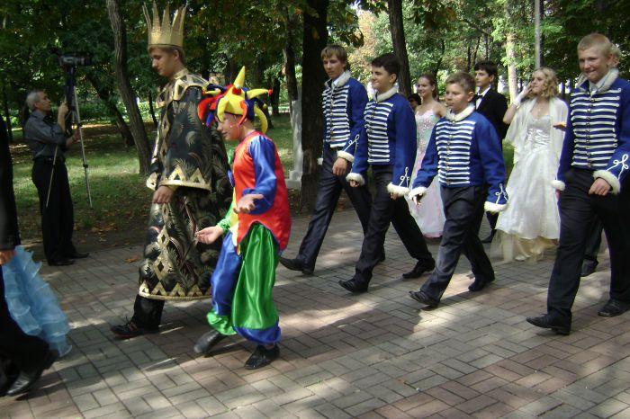 В Мариуполе  полтысячи лицеистов вышли на «Парад эпох» (ФОТО), фото-2