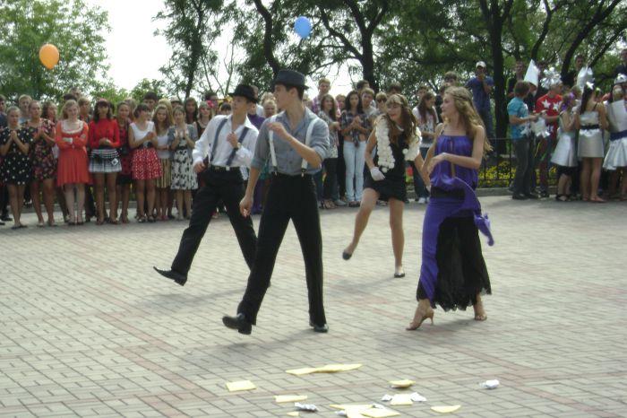 В Мариуполе  полтысячи лицеистов вышли на «Парад эпох» (ФОТО), фото-11