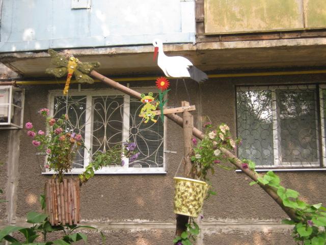 В Мариуполе жители за 2 года превратили заброшенный пустырь в лучший двор (ФОТО), фото-23
