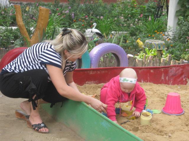 В Мариуполе жители за 2 года превратили заброшенный пустырь в лучший двор (ФОТО), фото-24
