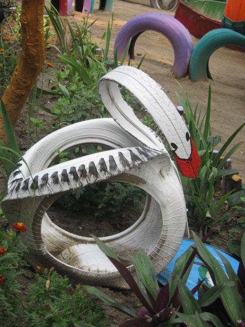 В Мариуполе жители за 2 года превратили заброшенный пустырь в лучший двор (ФОТО), фото-8
