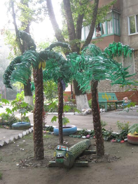 В Мариуполе жители за 2 года превратили заброшенный пустырь в лучший двор (ФОТО), фото-13