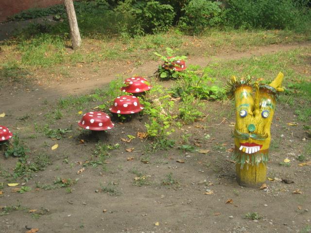 В Мариуполе жители за 2 года превратили заброшенный пустырь в лучший двор (ФОТО), фото-6