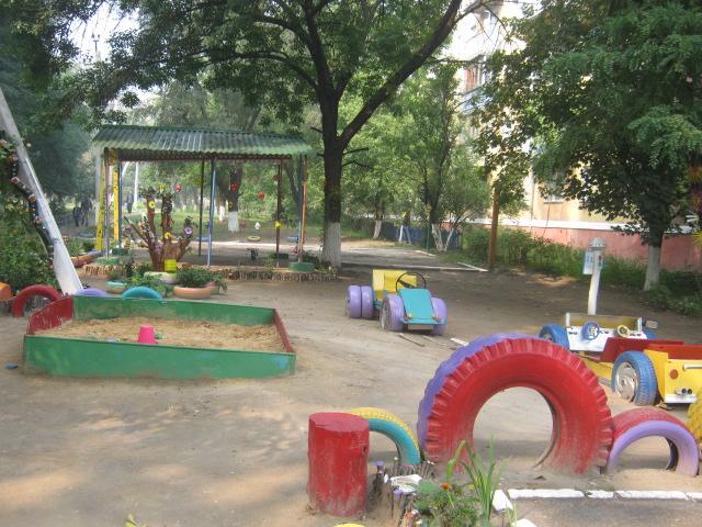 В Мариуполе жители за 2 года превратили заброшенный пустырь в лучший двор (ФОТО), фото-1