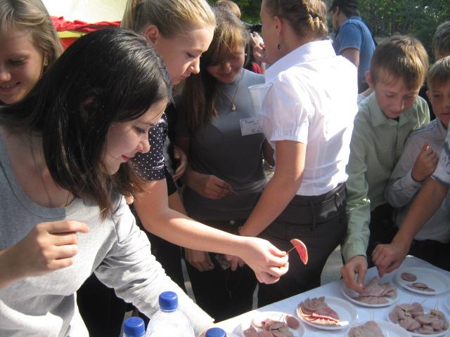 В  Мариуполе  в канун дня города  в поселке Моряков  прошла праздничная ярмарка (ФОТО), фото-7