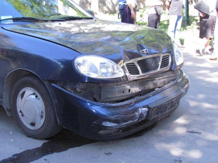 В Мариуполе две легковушки не разминулись на внутридворовой дороге (ФОТО), фото-4