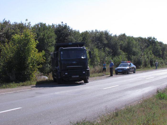 По пути из Мариуполя в Донецк  автомобиль «Деу»  вылетел в кювет (Фотофакт), фото-2