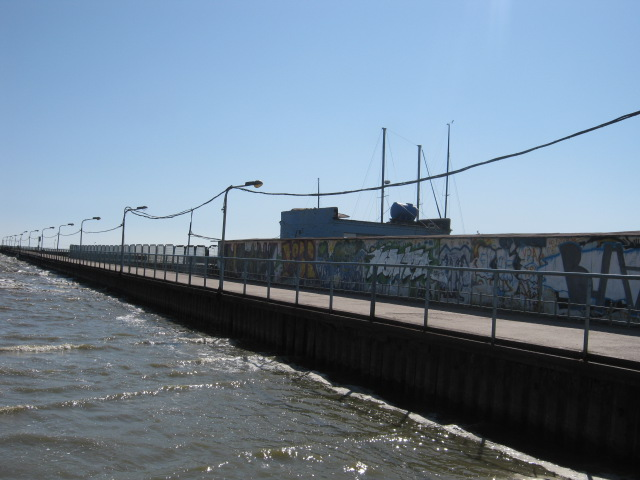 Прохода на пирс нет! Мариупольцам «перекрывают кислород» даже возле моря (ФОТО), фото-3