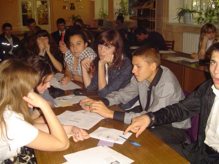 Мариупольские школьники узнали, что такое гендер и познакомились с методикой креативного мышления «Loesje»(ФОТО), фото-2