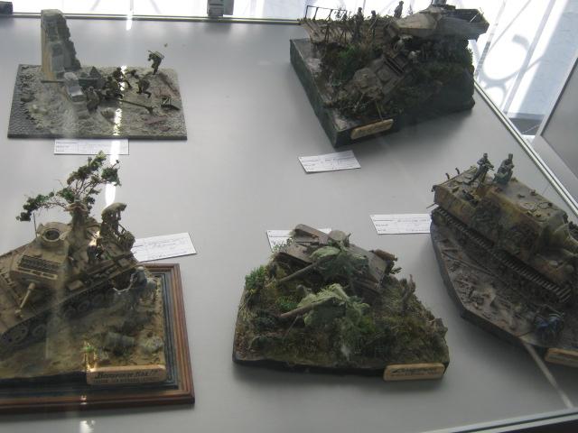Сегодня в выставочном  центре им. Куинджи мариупольцам показали военную технику в миниатюре (ФОТО), фото-7
