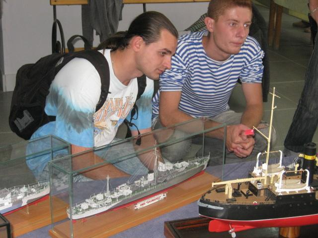 Сегодня в выставочном  центре им. Куинджи мариупольцам показали военную технику в миниатюре (ФОТО), фото-10