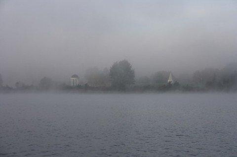 На Мариуполь опустился почти лондонский туман. Видимость на дорогах — около 400 метров, фото-1