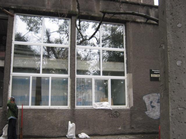 Мариупольский шахматный клуб будет смотреть на город «новыми глазами» - в здании меняют окна (ФОТО), фото-4