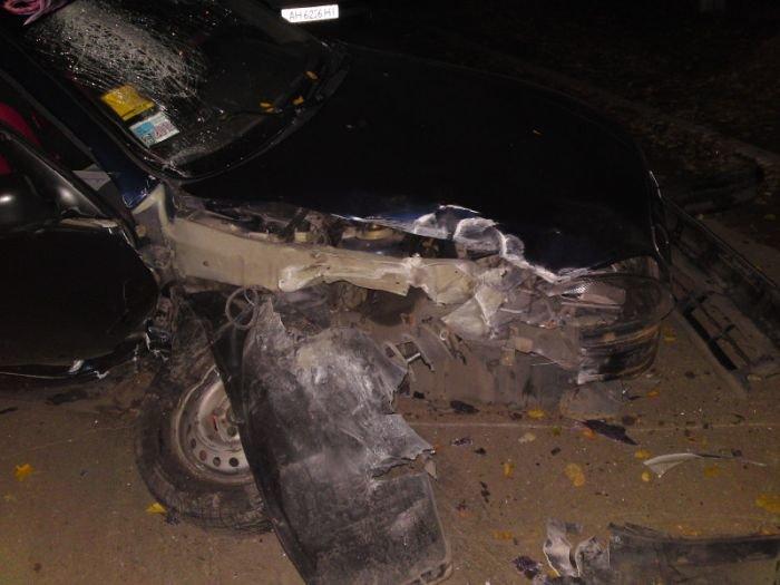 В Мариуполе  водитель  Daewoo влетел в электроопору (ФОТО), фото-2