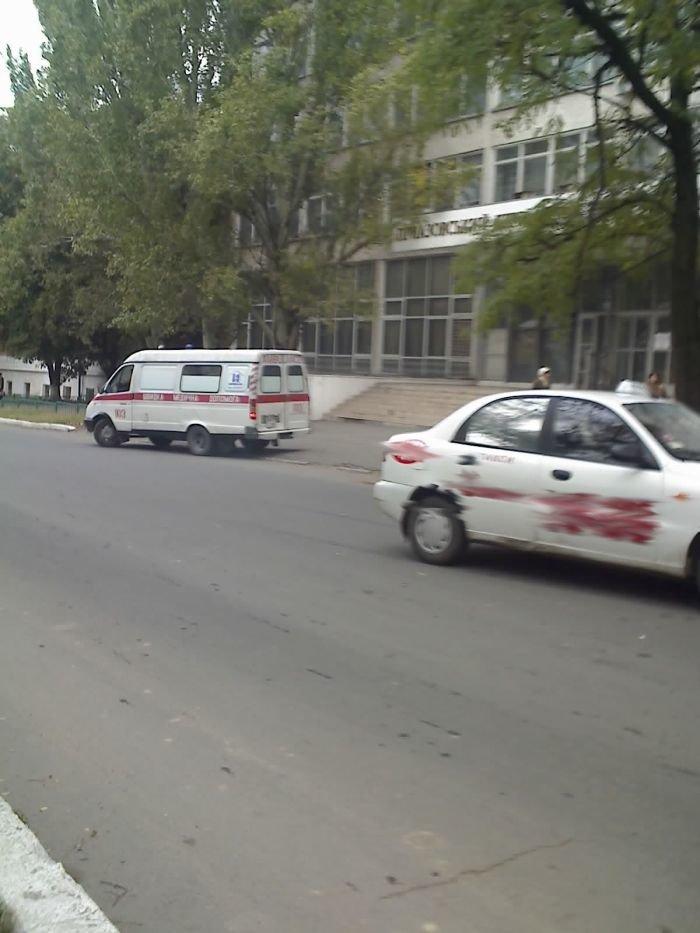 ДТП в центре Мариуполя. Таксист сбил пожилую женщину (ФОТО), фото-2