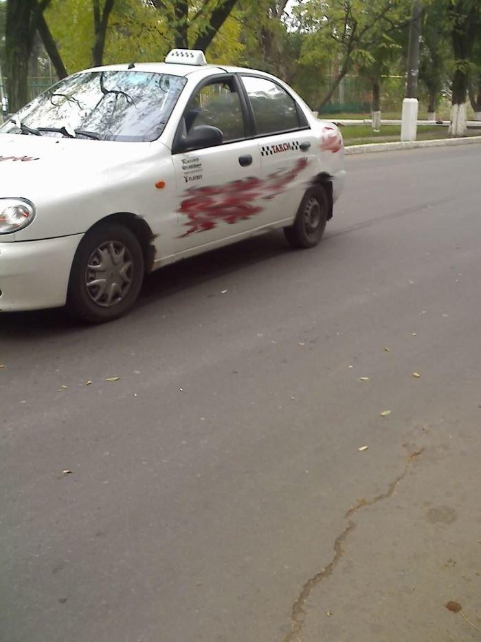 ДТП в центре Мариуполя. Таксист сбил пожилую женщину (ФОТО), фото-3