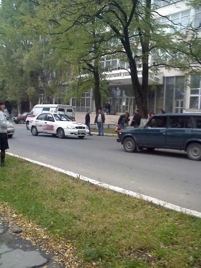 ДТП в центре Мариуполя. Таксист сбил пожилую женщину (ФОТО), фото-1