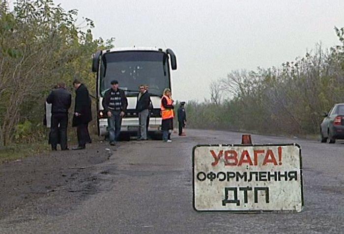 «Таврия» сбила на остановке 10 пассажиров автобуса «Мариуполь - Северодонецк» (ФОТО), фото-1
