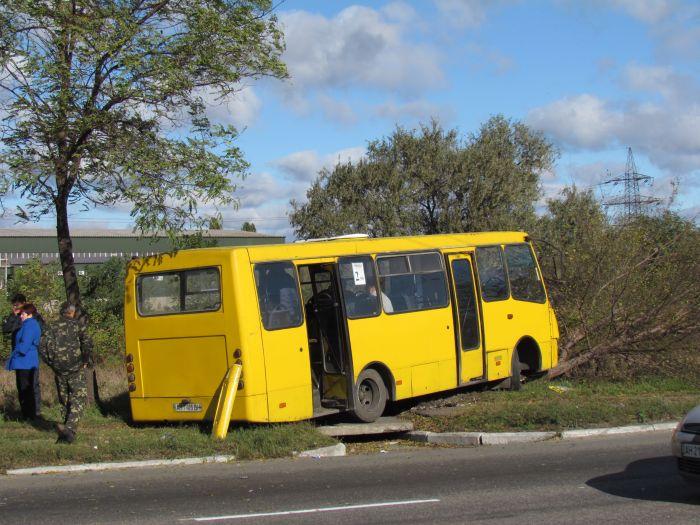 Жуткое ДТП на ул. Набережной в Мариуполе. Автобус столкнулся с легковушкой. Водитель авто погиб на месте (Дополнено. ФОТО), фото-18