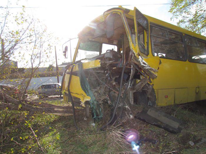 Жуткое ДТП на ул. Набережной в Мариуполе. Автобус столкнулся с легковушкой. Водитель авто погиб на месте (Дополнено. ФОТО), фото-16