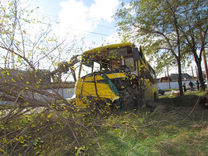Жуткое ДТП на ул. Набережной в Мариуполе. Автобус столкнулся с легковушкой. Водитель авто погиб на месте (Дополнено. ФОТО), фото-17
